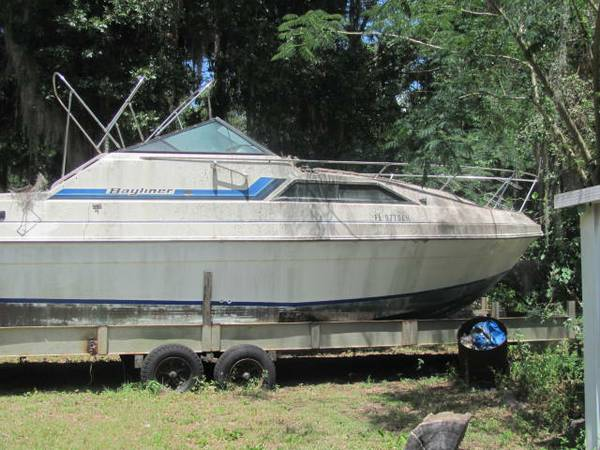 Bayliner cabin cruiser Trailer