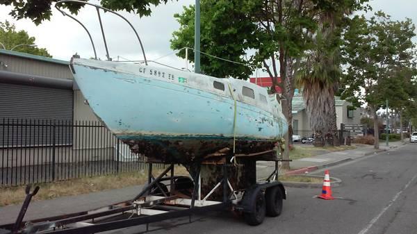 24-foot Islander Bahama