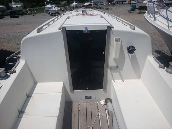 NewHaven Sailboat Cockpit