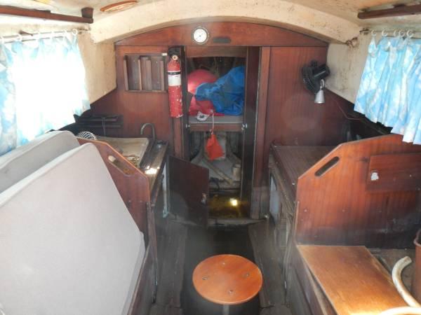 Conyplex 25 sailboat interior