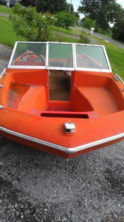 Free speedboat old bow view
