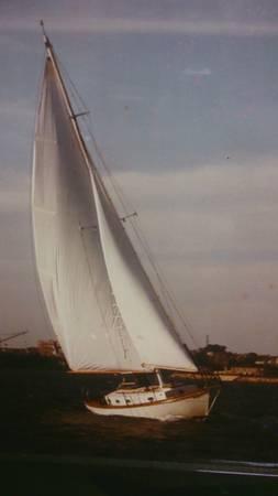 Free wood sailboat sails up
