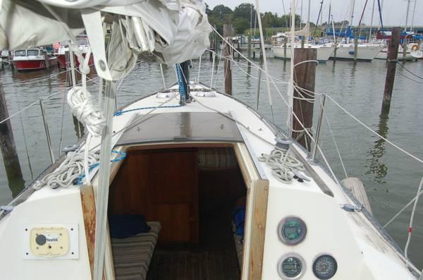 28 foot project sailboat cockpit