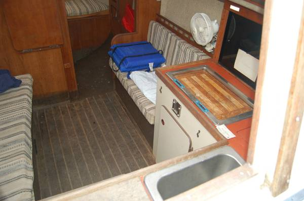 28 foot project sailboat cabin1
