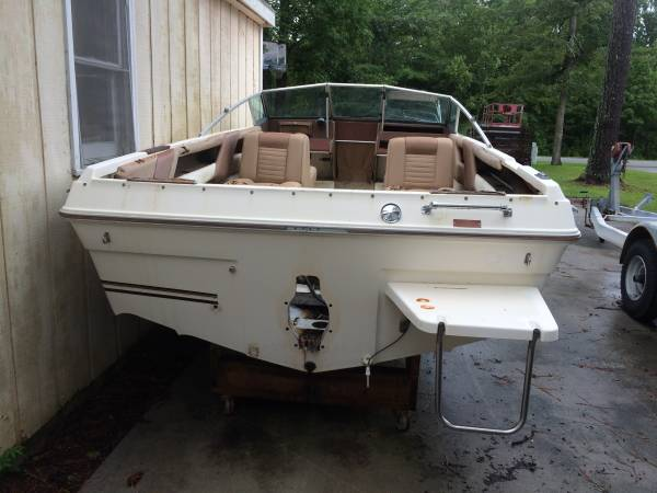 18' Sea Ray Boat stern
