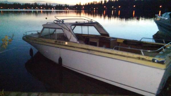 24 foot 1971 Fiberform boat no trailer
