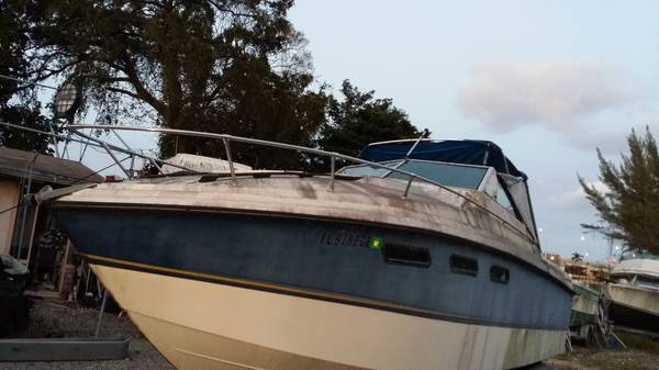 Wellcraft boat hull, solid hull  no trailer