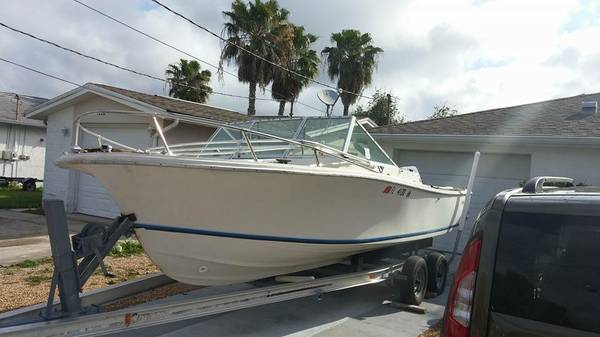 20 ft wellcraft boat, no motor, no title.