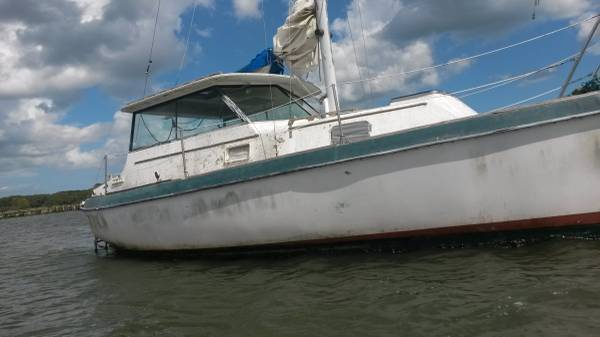 W27 was the most popular and longest running model made by Watkins Yachts.