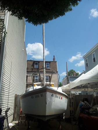 Nice Aquarius A-21 bow view with mast up