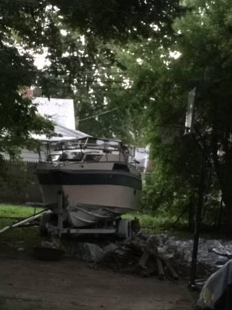 25 foot Regal powerboat
