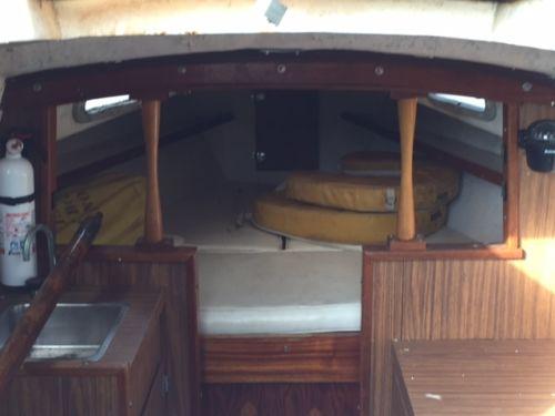Kittiwake 24 interior
