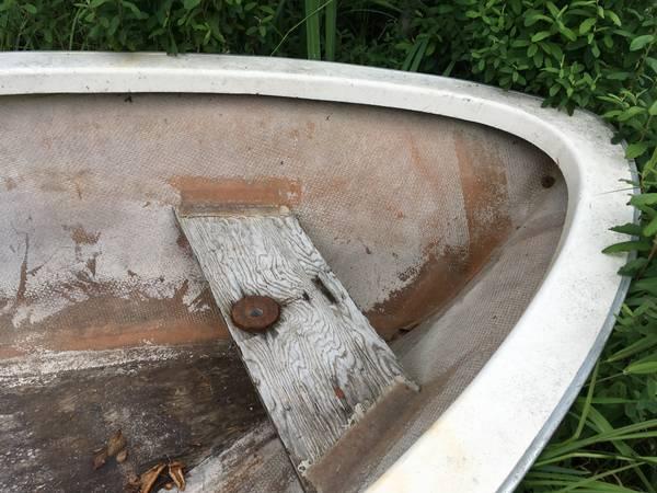 Row boat bow v