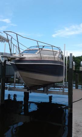 1984 Scorpion 25' Chris Craft Boat