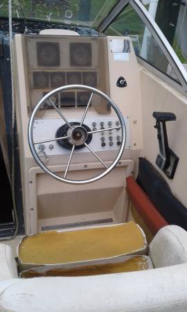 25' Cuddy Cabin Cruiser steering