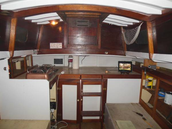 32 sloop interior