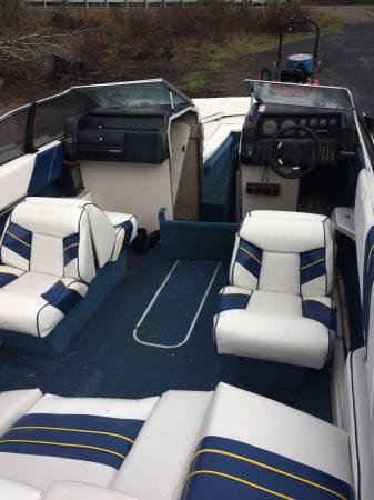 22 Bayliner clean interior