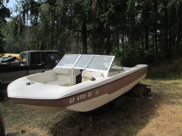 14 Foot Tri Hull Fiberglass Boat+ 5hsp Johnson Motor