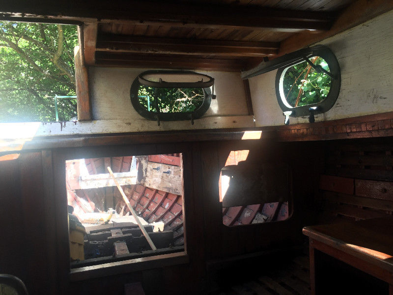 24 foot sailboat interior