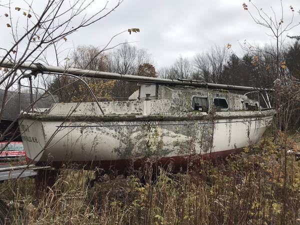 28' Westerly twin keel sailboat needs a tow