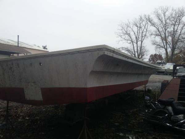 32 hull stern