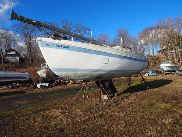 Columbia 26 Sail Boat bow
