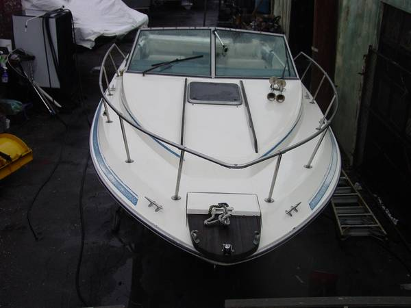 250 Cuddy Cabin boat bow view