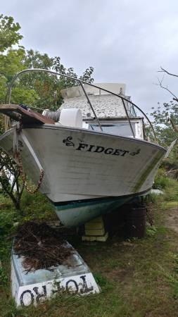 1966 Luhrs bow view