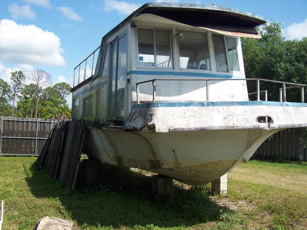 Houseboat project bow