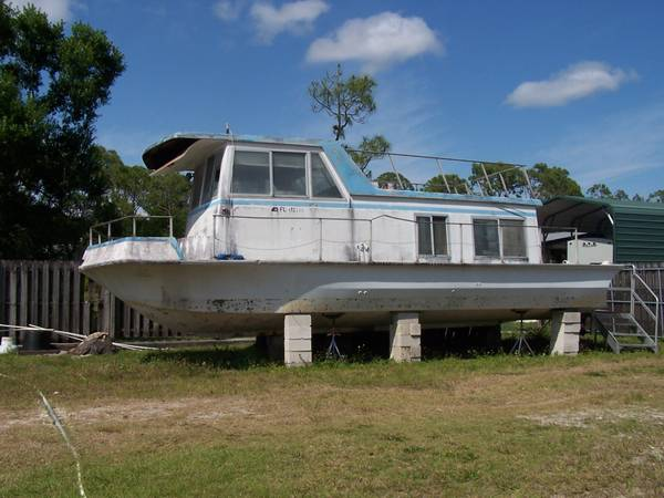 houseboat port side view