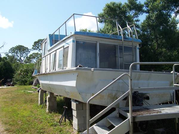 House boat stern view