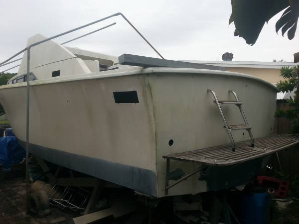 1973 28' Pacemaker stern view