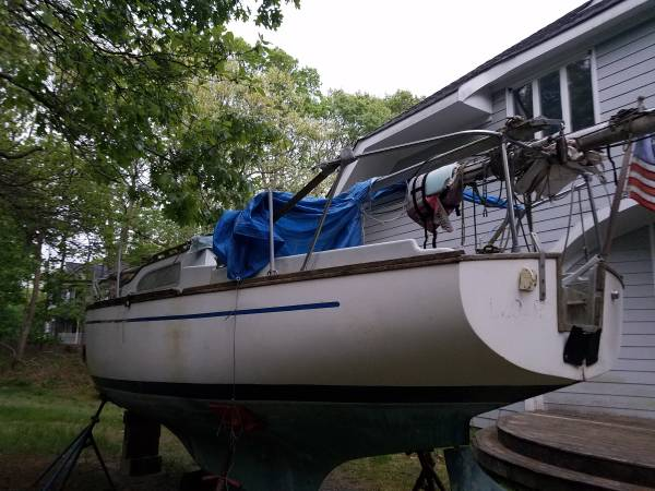25 foot sailboat stern view