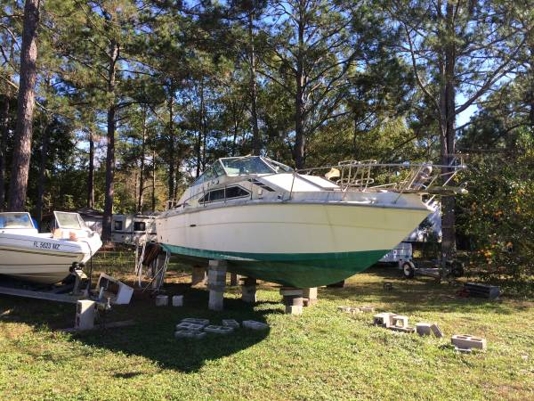26' sea Ray with two 350 motors