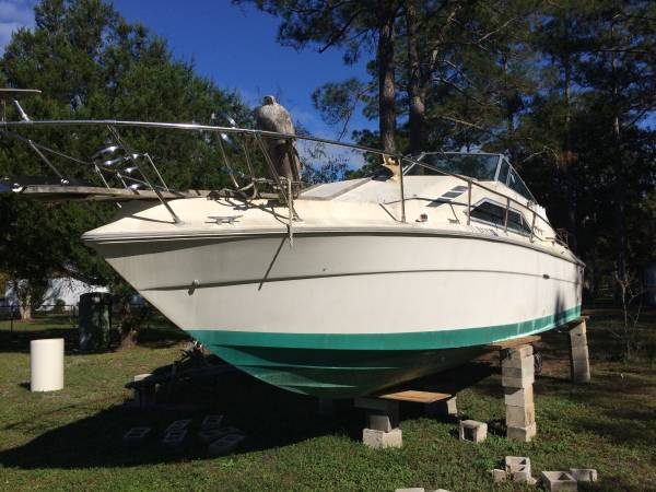 lots of potential 26' sea Ray