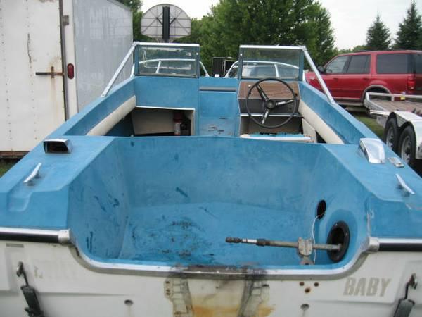 stern view GLASTRON Family Pleasure Boat