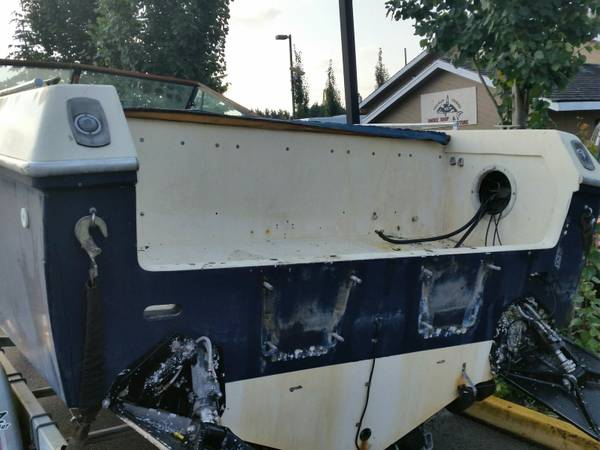 28 foot performance boat stern view