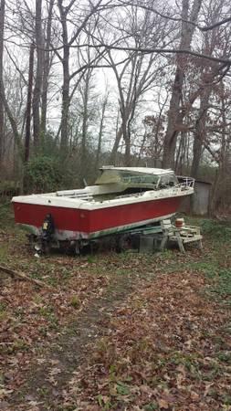 Inboard/outboard 18' power boat