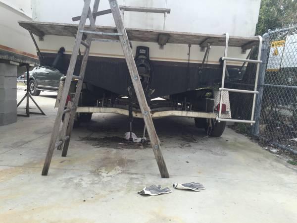 free 83 Wellcraft powerboat