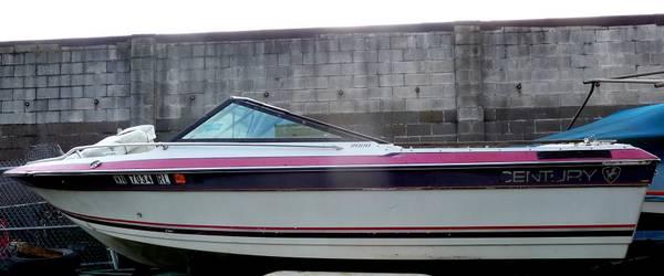 1988 20' Century 2000 boat.