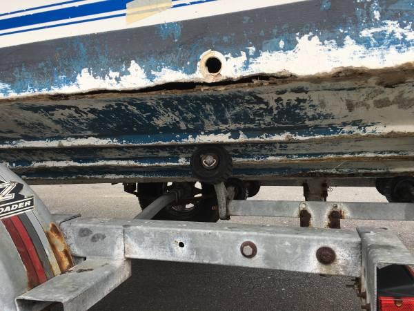 18 foot tide runner boat damaged