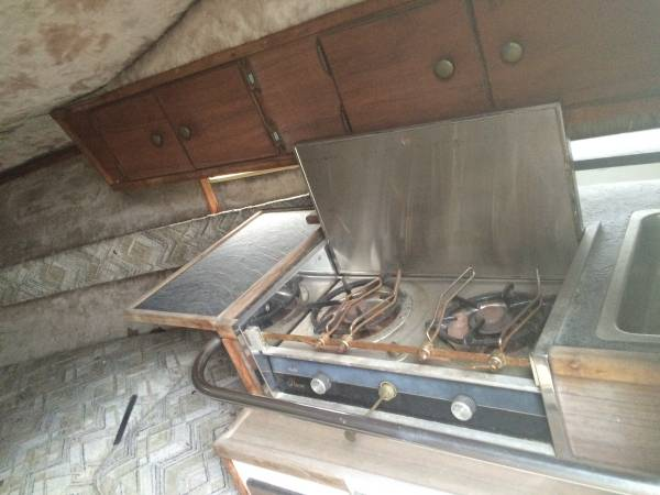 74 Searay 240 cabinetry and stove