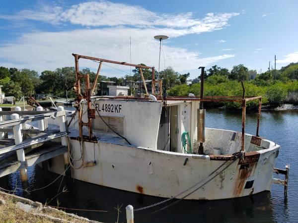 35ft boat that was used as a commercial fishing boat