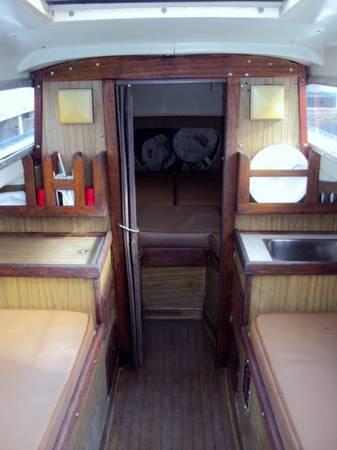1966 Columbia Sabre 32 cabin