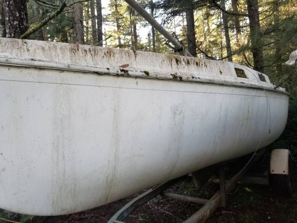 20ft sailboat side view