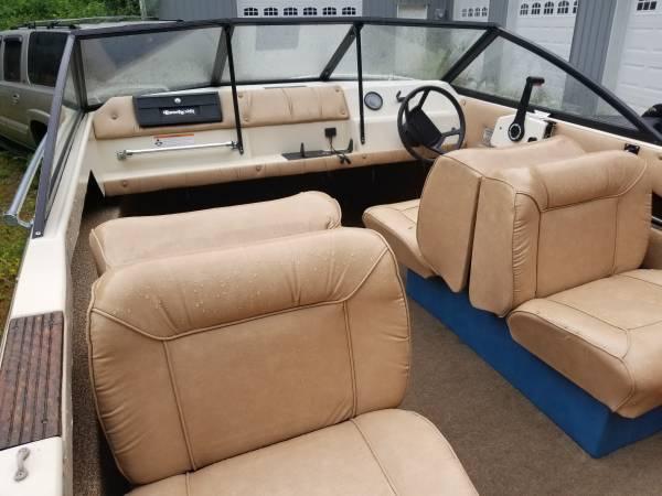 17 Ft Beachcraft interior