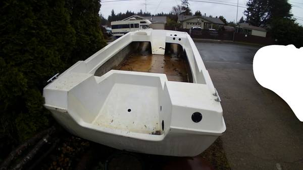 18' fiberglass tri-hull boat and trailer gutted interior