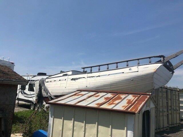 30' Wood Schooner sail boat  nice lines