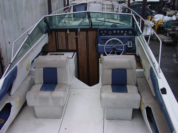 250 Cuddy Cabin boat is missing the engine and outdrive