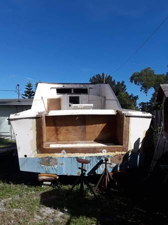 1973 26 Ft Searay Pacemaker stern